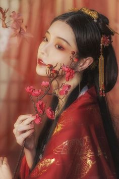 Asian Fashion, Fashion Photo, Chinese Makeup, Geisha Art, Ancient Beauty, Maquillage Halloween, Chinese Culture, Hanfu, Traditional Outfits