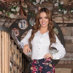 Mi look de viernes es IN YOU JEANS 😍  #JeansLevantaCola  #Fitness #InYouJeans #JeansLevantaCola de #Colombia. #BlusasInYouJeans… Fitness, Instagram, Floral, Skirts, Style, Fashion, Swag, Moda, Skirt