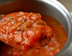 How To Make Fresh Tomato Sauce (Italian Secret Recipe!) - Store bought pasta sauce or tomato sauce is great but did you know that you can make authentic Italian tomato sauce for a lot cheaper and a lot less additives than the store bought varieties? Salsa Marinara, Marinara Sauce, Baked Pasta Recipes, Sauce Recipes, Sauce Tomate Thermomix, Sauce Tomate Fraiche, Salsa Borracha, Homemade Sauce, Good Pizza