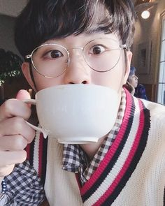 #DATE  새온이의 뒤에는 항상.... Find Narachan. . #Bitsaeon #빛새온 Kpop, Monsta X, Round Glass, Mint, Glasses, Bb, Angels, Eyewear, Eyeglasses