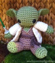 Amigurumi Yoda. Love it.