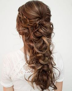 12 SUPER CUTE CHRISTMAS HAIRSTYLES FOR LONG HAIR We decided to select twelve cute hairstyles for long hair as we definitely know you are super busy with your endless list of Christmas chores. These hairstyles will take only 10 minutes of your va. Wedding Hairstyles For Long Hair, Wedding Hair And Makeup, Down Hairstyles, Hair Makeup, Bridal Hairstyles, Hairstyles Haircuts, Trendy Hairstyles, Hair Down Styles, Curly Hair Styles