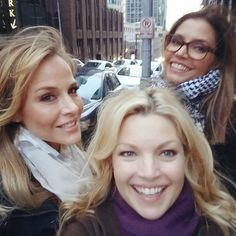 Clare Kramer: « Beautiful day with beautiful peeps @emeraldcitycomicon #ECCC and these two sisters! »