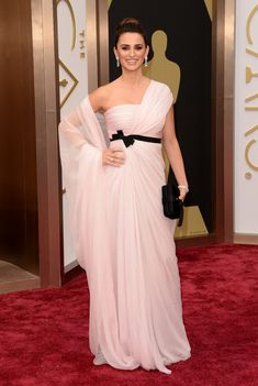 Penelope Cruz in Atelier Versace | All The Most Beautiful Blush Gowns From The Oscars Red Carpet