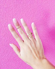 Es la primera vez que alguien me hace las uñas. Me apetecía llevarlas bonitas estos días de fiesta.  No quería que quedasen muy 'artificiales' y a mí el resultado me encanta. Que os parecen? Solo me falta aprender a manejarlas jajaja - I got my nails done for the first time in my life. What do you think?     #ファッション #murcia #spain #vsco #女の子 #fashion  #semanasanta #look #happy #inspo #ihavethisthingwithpink #bloggerssinfronteras #amerindiascloset #thesocialgirls #igersmurcia#pink