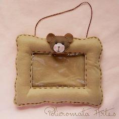 Porta retrato em feltro marrom com ursinho/ Picture frame brown felt with bear boy