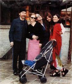 Bono, Ali Hewson, The Edge, Helena Christensen #u2newsactualite #u2newsactualitepinterest #u2 #bono #paulhewson #music #rock #alihewson #alisonhewson     http://www.u2interference.com/forums/f195/pic-request-u2-and-supermodels-208535.html