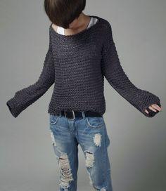 Un maglione perfetto per venire autunno / inverno! Elemento indispensabile per il tuo guardaroba! È utilizzato al 100% filato di cotone di eco in una bellissima tonalità di carbone di legna. Le maniche sono extra lunghe (quasi a raggiungere le dita). Questa maglia ha altri colori: giallo senape, Frost verde e nero. Più colori stanno arrivando! Dimensione: S (noi 0-4) M(us 6-8) L(us 10-12). Pls fammi conoscere la tua taglia quando fate lordine. Pls mi permetta 5-10 giorni a lavorare a ...