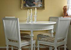 Käsityönä tehty kustavilainen ruokapöydän kalusto.