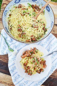 Herrlicher Pastaliebling! Spaghetti Carbonara mit Eierschwammerl – meinleckeresleben.com Risotto, Noodles, Food And Drink, Dishes, Eat, Cooking, Ethnic Recipes, Teller, Beverage
