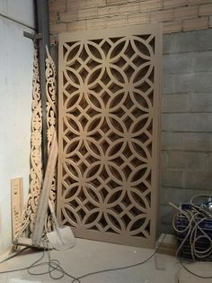 Wall panels for under the windows. Door Design, House Design, Design Design, Middle Eastern Decor, Compound Wall Design, Jaali Design, Staircase Handrail, Partition Screen, Laser Cut Screens