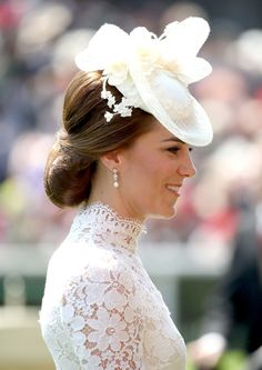 Kate Middleton Photos Photos - Catherine, Duchess of Cambridge attends Royal Ascot 2017 at Ascot Racecourse on June 20, 2017 in Ascot, England. - Royal Ascot 2017 - Day 1