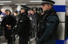 """Ларосси Аббалла, убивший двух полицейских под Парижем, ранее присягнул на верность террористической группировке """"Исламское государство"""" (запрещена в РФ), сообщил прокурор французской столицы Франсуа Молен, передает 316NEWS со ссылкой на ИНТЕРФАКС. """"В ходе переговоров с полицией уби"""
