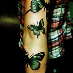 butterfly tatoo ♥ wow, beautiful. i would get this on my back though.