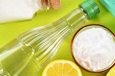 In case you have ever researched natural cures, some holistic home remedies, or taken some health advice from your grandmother, the chances are that baking soda was a popular ingredient in … Baking Soda Bath, Baking Soda Cleaning, Baking Soda And Lemon, Baking Soda Uses, Bicarbonate Of Soda Uses Cleaning, Meister Proper, Urine Stains, Oil Stains, Old Farmers Almanac