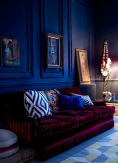 royal blue walls and deep plum sofa give this room drama dark and moody interior design Blue Rooms, Blue Bedroom, Royal Blue Walls, Living Room Decor, Bedroom Decor, Decor Room, Living Room Interior, Living Rooms, Patterned Carpet