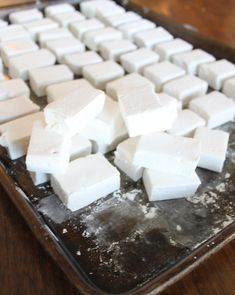 """Pinner said: """"Homemade marshmallows. Once you try them you will never want store bought again."""" I don't really like marshmallows, but you guys might. Brownie Desserts, Just Desserts, Delicious Desserts, Yummy Food, Fudge, Candy Recipes, Sweet Recipes, Dessert Recipes, Healthy Recipes"""