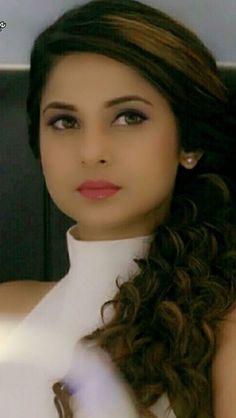 Janni Beautiful Indian Actress, Beautiful Actresses, Beautiful Women, Jennifer Winget Beyhadh, How To Pose, Girls Dpz, Tv Girls, Beauty Queens, Stylish Girl