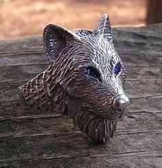Anillo de plata esterlina lobo con ojos azules por westernmountain
