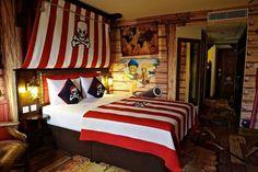 I like the sail/mast idea above the bed.
