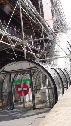 Entrada por los elevadores, al Museo Centro Pompidou, Paris