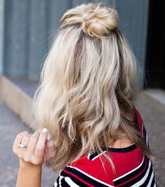 This half-up bun hairstyle is genius for the winter.
