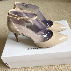 NWT Banana Republic seashell patent leather pumps Lovely seashell colored patent leather pointy toed pumps from BR. Snakeskin detail along the footbed. Wooden stacked heel. Adjustable ankle strap. Banana Republic Shoes Heels