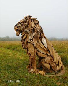 Cet artiste réalise de sublimes sculptures en bois à partir de brindilles, de branches d'arbres et de racines abandonnées sur les rivages de Tokeland, dans l'état de Washington. Et le résultat est juste splendide!