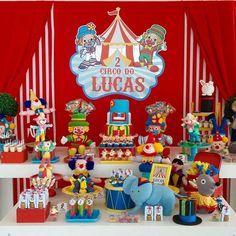 """""""Nossos finais de semana são incansáveis!! Mais uma festa para o Lucas! Circo do Patati Patatá!! #perbambinifestas #circus #festacirco #festapatatipatata…"""""""