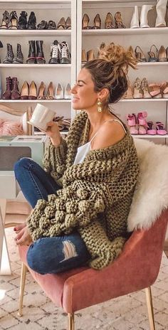 What can women wear with a cardigan? New 2019 - Page 35 of 45 - hairstylesofwomens. Hippie Style, Hippie Look, Bohemian Style, Winter Fashion Casual, Boho Fashion, Fashion Trends, Bohemian Tops, Bohemian Clothing, Winter Hippie