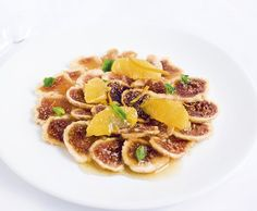 salad with dried figs, oranges, ginger, vanilla & mint