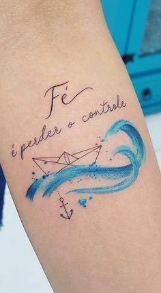 As 120 melhores Tatuagens Escritas para você se inspirar! | TopTatuagens Mini Tattoos, Cute Tattoos, Tatoos, Watercolor Tattoo, Piercing, Tattoo Designs, Zodiac, Delicate Feminine Tattoos, Female Forearm Tattoo