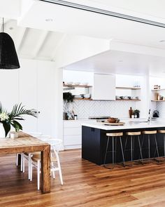 Phenomenal in making your own kitchen renovation ideas Modern Kitchen Interior Remodeling Kitchen goals right here! Our latest, Kitchen On A Budget, Home Decor Kitchen, Kitchen Living, New Kitchen, Home Kitchens, Kitchen White, Living Rooms, Modern Kitchen Interiors, Interior Design Kitchen