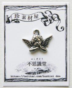 ・ほおづえ天使のチャーム 4個セットほおづえをついたかわいい天使のチャームです。【色】 銀古美/アンティークシルバー【個数】 4個入り 【サイズ】 縦約1.4...|ハンドメイド、手作り、手仕事品の通販・販売・購入ならCreema。
