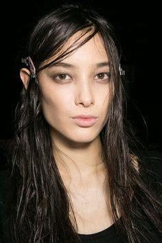 Wet hair look at ALEXANDER WANG AW2015 Makeup Beauty FACES Runway www.faces.ch/runway