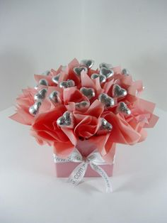 30 Easy and Beautiful Valentine Candy Bouquet Ideas – HomeCoach - Schokolade Flowers For Valentines Day, Valentine Bouquet, Valentine Day Crafts, Valentine Heart, Diy Valentine's Candy Bouquet, Bouquet Cadeau, Bouquet St Valentin, Chocolate Flowers Bouquet, Saint Valentin Diy