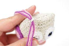 Free amigurumi owl crochet pattern, illustrated with step by step by photos. Diy Crochet Owl, Crochet Skirt Pattern, Crochet Teddy Bear Pattern, Crochet Amigurumi Free Patterns, Christmas Crochet Patterns, Granny Square Crochet Pattern, Crochet Motif, Free Crochet, Magic Ring Crochet