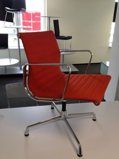 vitra la chaise charles eames unbenutzt fiberglas weiss von vitra sofas sessel. Black Bedroom Furniture Sets. Home Design Ideas