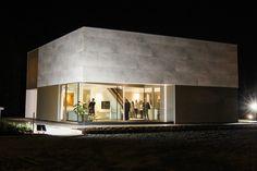 Kijkwoning Concrete House te Herent. Deze woning is uitgevoerd in keramische tegels, aluminium en beton.
