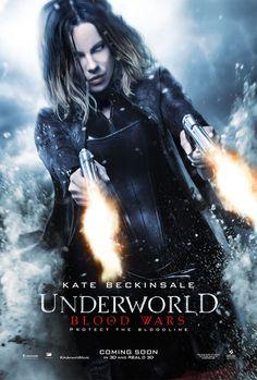Underworld serisinin beşinci filminde Selene'i yine soluksuz bir aksiyon beklemektedir.Hem kendisine ihanet eden Lycan'lar hem de Vampirler bu savaşçı kadının peşindedir. David ve babası Thomas onun tarafında yer alsa da Bu amansız savaşı bitirmek için büyük bir fedakarlık yapmak zorunda kalacaktır.