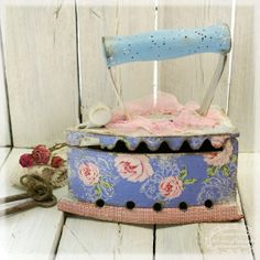 Antique Iron, Vintage Iron, Decoupage, Deco Paint, Arts And Crafts, Paper Crafts, Craft Accessories, Trash To Treasure, Pin Cushions