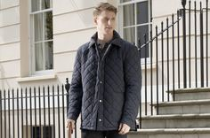 Stijlvolle herenjas Corrib van Dubarry  Stijlvolle, doorgestikte herenjas met suède kraag. Deze Dubarry jas is comfortabel, waterafstotend en ademend
