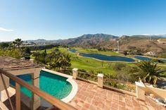 3 spálňová vila pri golfovom ihrisku na predaj, Alhaurín El Grande / Modern villa with 3 beds with views in golf course, lake and mountain for sale in Alhaurín El Grande