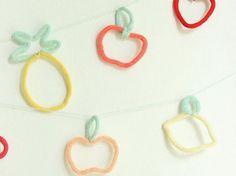 Tutoriel DIY: Réaliser une guirlande de fruits au tricotin via DaWanda.com