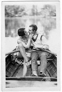 Old fashioned love i want a romance like this. vintage clothes, rowboat, romantic boy, love it all engagement photos! Images Vintage, Vintage Pictures, Vintage Photographs, Old Pictures, Old Photos, 1920s Photos, Vintage Romance, Vintage Beauty, Mode Vintage