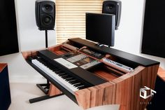 Aurora Studio Desk by Zolf Design - Gearslutz.com