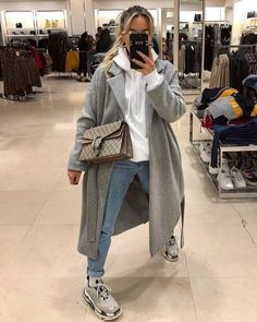 hoodie outfit winter 3 Chic Ways To Style Up The Hoodie Winter Fashion Outfits, Look Fashion, Fall Outfits, Autumn Fashion, Travel Outfits, High Fashion, Summer Outfits, Outfit Winter, Korean Fashion