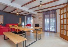 Vier Schlafzimmer Steinhaus mit Strandlage und Privatstrand - Vela Luka Divider, Bergen, Den, Room, House, Furniture, Home Decor, Travel Agency, Bedroom