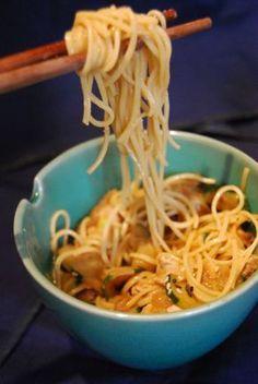 Ces nouilles à la sauce cacahuète s'appellent des dan dan mian.On n'a pas l'habitude d'utiliser le beurre de cacahuète en cuisine, et pourtant le résultat est délicieux ! &…