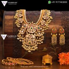 22 Carat gold antique necklace designs by Vaibhav jewellers. Indian Jewellery Design, Indian Jewelry, Jewelry Design, Jewellery Diy, Jewelry Making, Jewellery Earrings, Latest Jewellery, Antique Jewellery, Wedding Jewelry